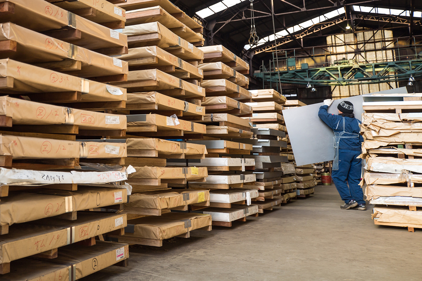 特殊な鋼板を幅広く在庫