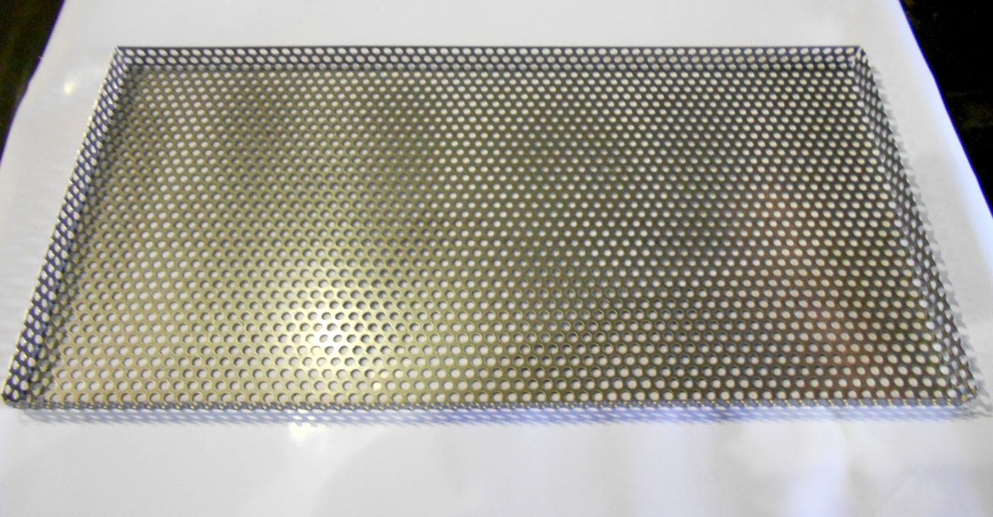 ステンレスパンチング材の四方曲げ加工
